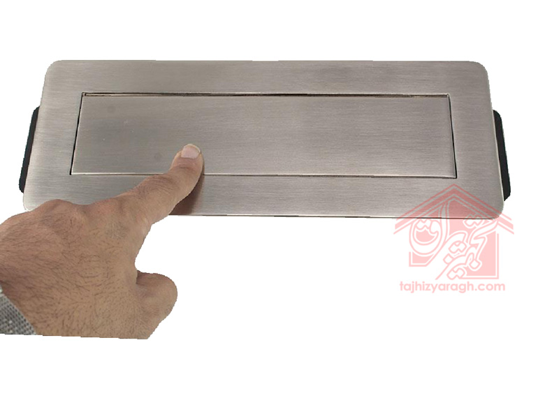باز-کردن-درب-پریز-توکار-10022-ملونی