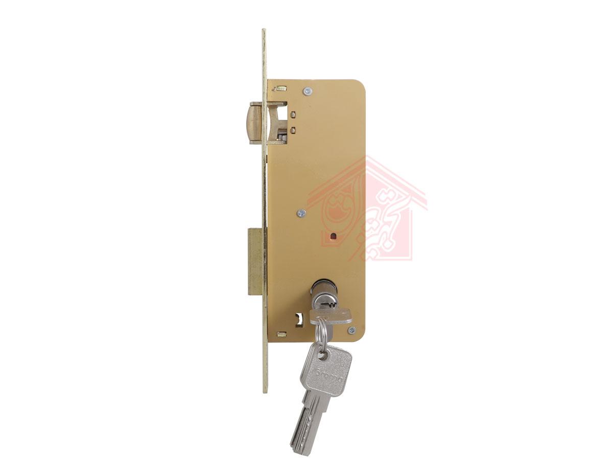نمای پهلو قفل درب غلطکی 6.5 سانت دلتا زبانه بیرون به همراه سیلندر