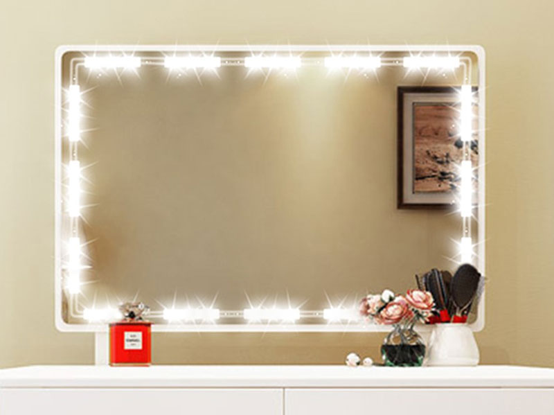 آینه نور پردازی شده توسط سنسور لمسی پشت آینه