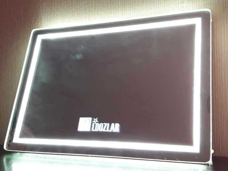 نمای لوگو هنگام استفاده از سنسور پشت آینه