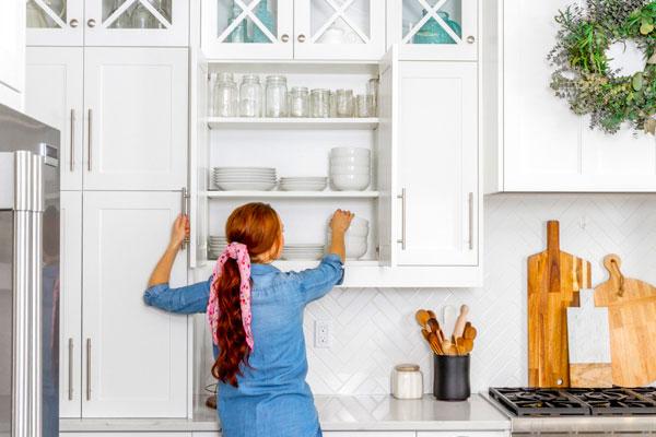 ترفند مرتب كردن كابينت آشپزخانه را در تجهیز یراق بخوانید